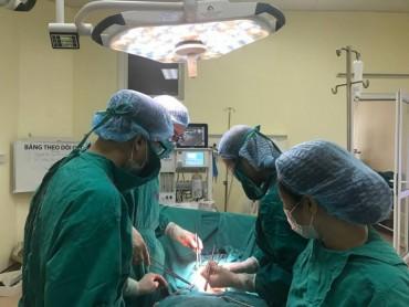 Phẫu thuật cứu sống bệnh nhân u cổ tử cung nặng 7kg