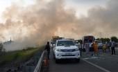 Ngăn chặn việc đốt rơm rạ đe dọa an toàn giao thông