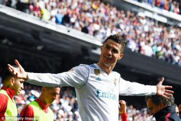 Níu chân nhau, thành Madrid đầu hàng Barca
