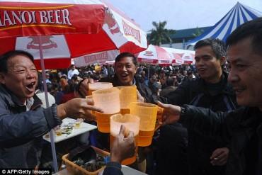 Việt Nam: 'Cường quốc' sử dụng rượu bia qua những con số kinh hoàng