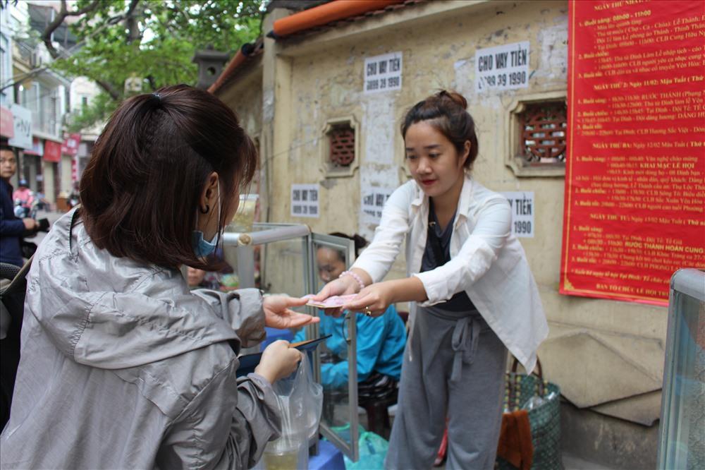 Nhộn nhịp cảnh mua bán bánh trôi, bánh chay ngày Tết Hàn thực