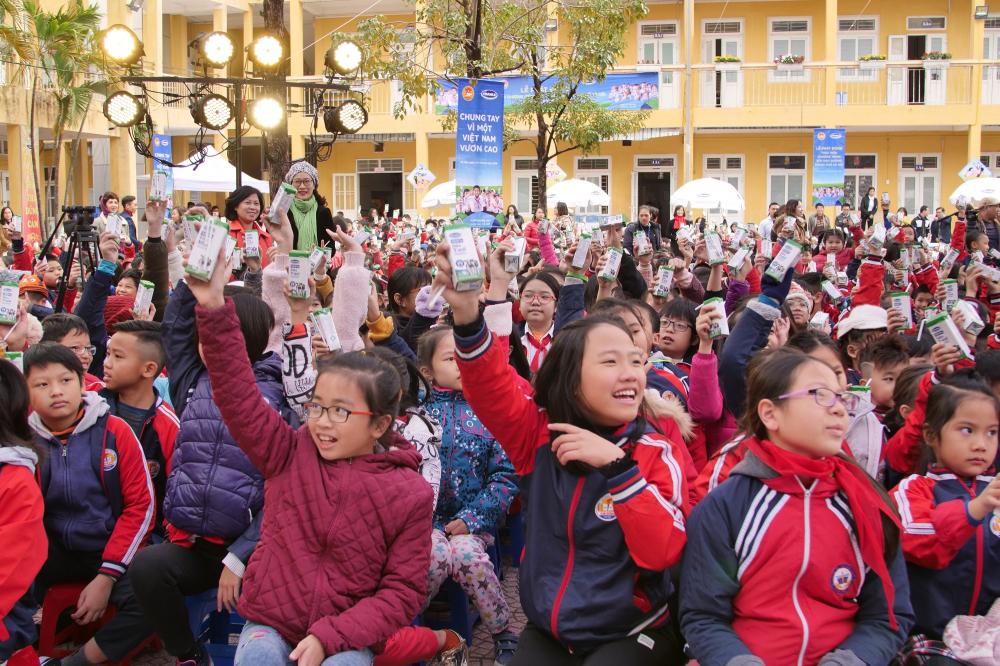 Sữa học đường của Hà Nội: 'Dấu son' cần nhân rộng