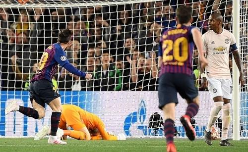 Barca 3-0 Man Utd: Sai lầm hàng thủ,