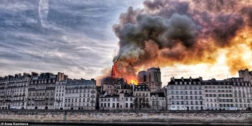 Ảnh: Nhà thờ Đức Bà Paris còn lại gì sau trận hỏa hoạn kinh hoàng?