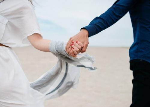 20 dấu hiệu chồng vẫn yêu vợ sau 20 năm kết hôn