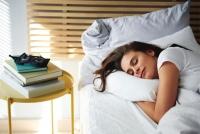 Tại sao một số người trở mình liên tục khi ngủ?