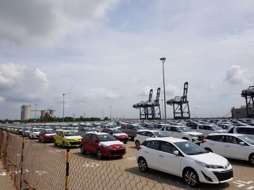 Ôtô nhập khẩu về Việt Nam trong tháng 4 tiếp tục