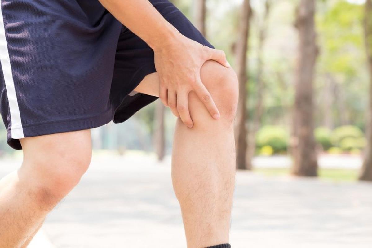 Khó khăn trong việc nâng đỡ trọng lượng: Khi dây chằng chéo trước bị rách, bạn sẽ rất khó đi lại, vì bất kỳ trọng lượng nào dồn lên đầu gối lúc này cũng có thể gây đau đớn tột độ và khiến đầu gối không chống đỡ nổi.