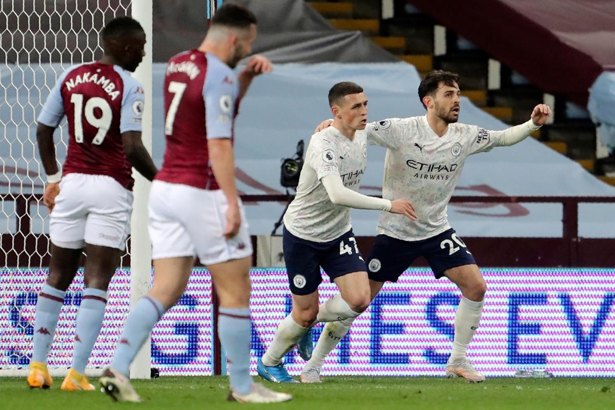 Chỉ chơi với 10 người trong cả hiệp 2, Man City vẫn đánh bại Aston Villa 2-1. (Ảnh: Getty).