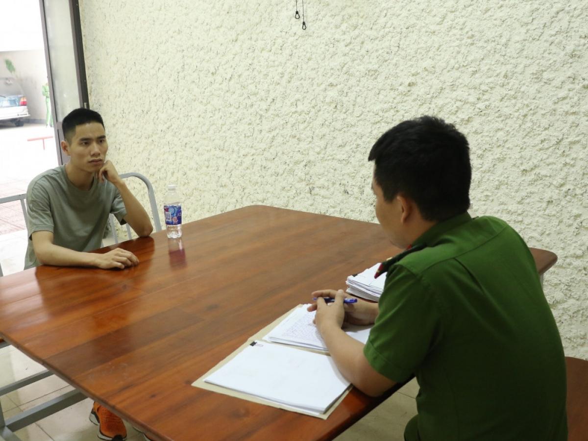 Cơ quan điều tra làm việc với đối tượng Nguyễn Hữu Hiếu.