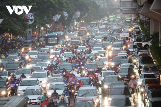 Điều chỉnh hướng đi của hàng loạt tuyến đường ở Hà Nội và TP HCM dịp 30/4-1/5