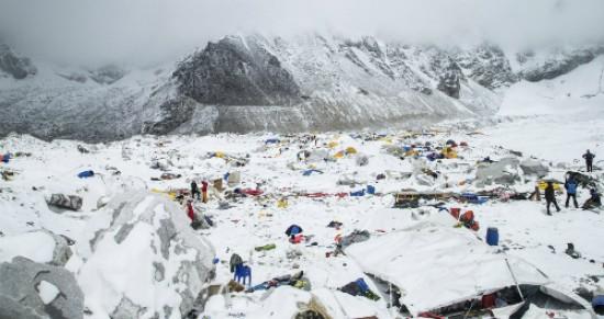 Phát hiện 100 thi thể bị tuyết lở chôn vùi ở Nepal