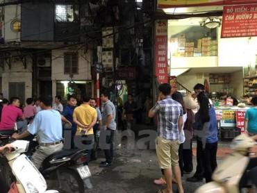 Hà Nội: Dùng dao đâm hàng xóm rồi cố thủ 6 tiếng trong nhà