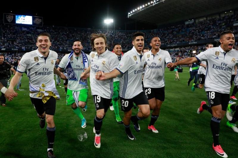 Khoảnh khắc ấn tượng ngày Real giương cao cúp vô địch La Liga