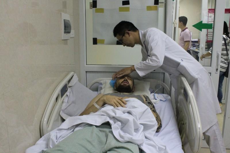 Bệnh viện E: Cấp cứu kịp thời một bệnh nhân hôn mê nằm lề đường