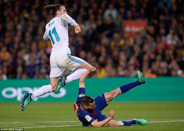 Barcelona 2-2 Real Madrid: Hấp dẫn đến giây cuối cùng