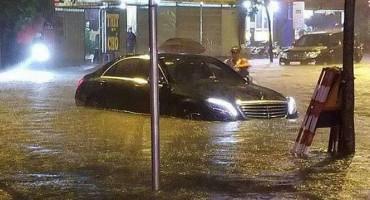 Xe bị ngập nước xử lý thế nào?