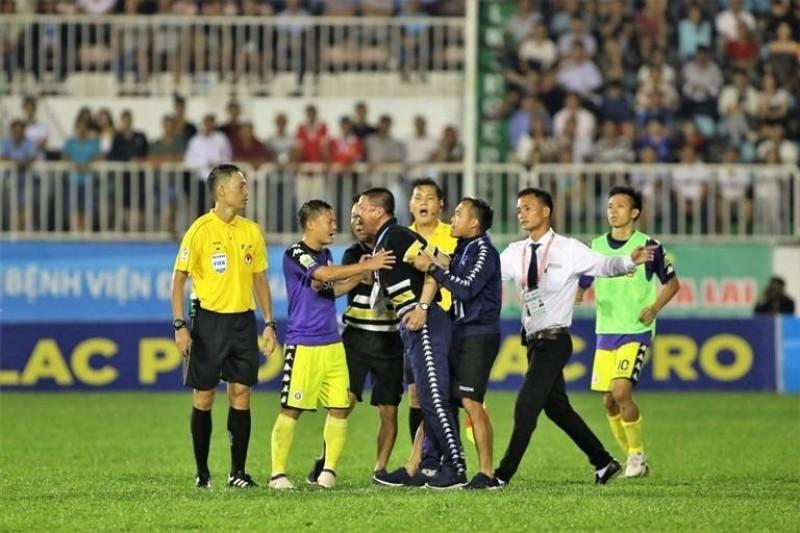 Hà Nội FC nhận liền 5 án phạt sau trận đấu với Hoàng Anh Gia Lai
