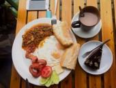 7 thói quen ăn uống phản khoa học nhưng rất nhiều người làm