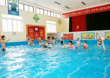 Cần sự nhập cuộc tích cực hơn nữa để phổ cập bơi thành công cho học sinh