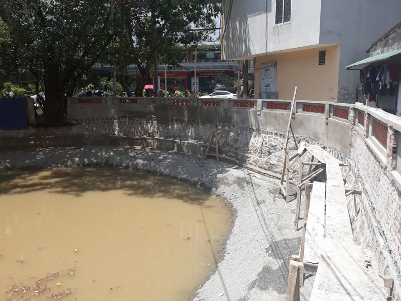 Người dân kiến nghị việc xây kè trên đường đi chung