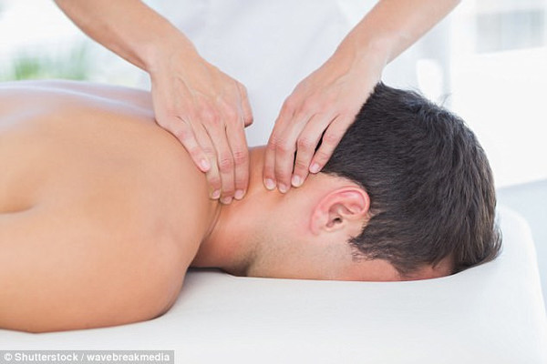 cam nguoi viet ra nuoc ngoai lam nghe massage