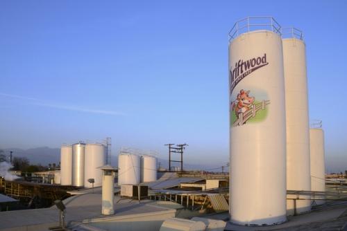 Nhà máy sữa tại Mỹ của Vinamilk ủng hộ sữa cho người dân gặp khó khăn trong dịch Covid – 19