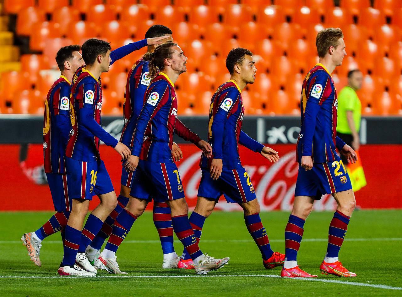 Valencia 2-3 Barcelona: Duy trì cuộc đua