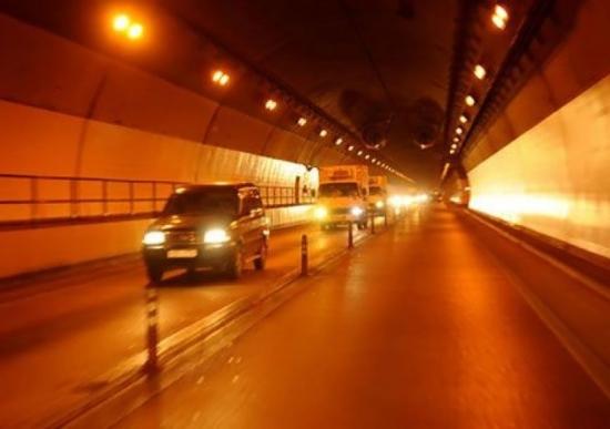 Lái xe trong hầm đường bộ và những điều cần lưu ý