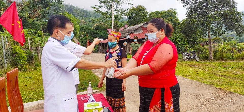 Công tác phòng, chống dịch covid-19 tại các điểm bầu cử ở miền núi Nghệ An  luôn được tuân thủ nghiêm túc