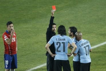 Isla tỏa sáng đưa Chile vào bán kết Copa America