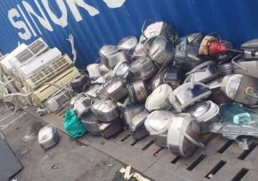 Phát hiện container chứa hàng gia dụng cũ nhập từ nước ngoài về Việt Nam