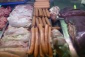 Hà Nội: Phát hiện cơ sở sản xuất xúc xích bằng nguyên liệu hôi thối