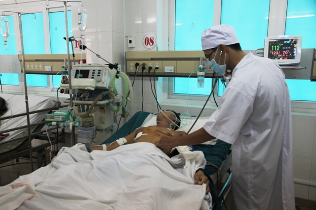 Cứu sống một thanh niên bị vết đâm thủng tim