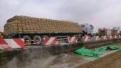 Hà Nội: Xe container cháy dữ dội trên đường cao tốc