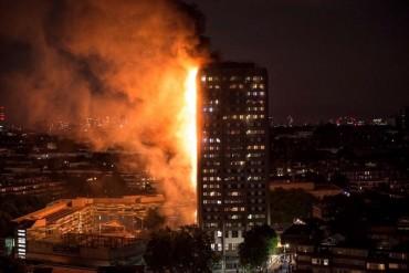 Cận cảnh đám cháy kinh hoàng ở tòa nhà 27 tầng tại London