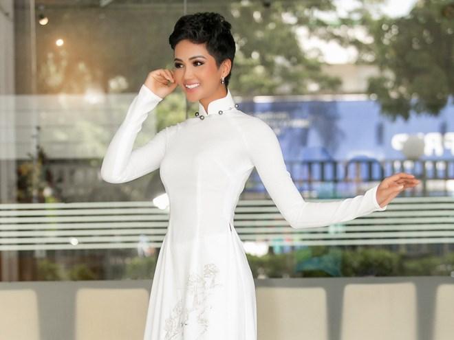 H'Hen Niê tăng tốc chuẩn bị thi Hoa hậu Hoàn vũ Thế giới