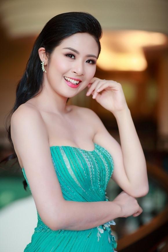 bo man trinh dien bikini cac hoa hau co dong tinh