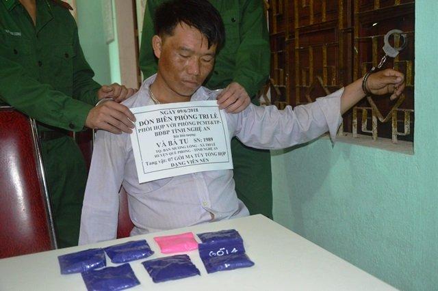 Liên tiếp bắt các đối tượng mua bán ma túy