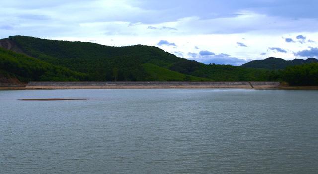 Nghệ An: Nữ sinh lớp 7 chết đuối khi cùng bạn chụp ảnh bên bờ đập