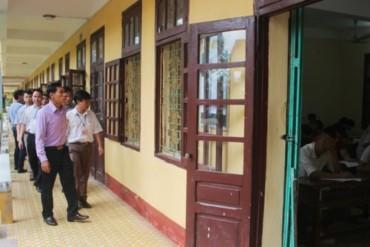 Lãnh đạo UBND tỉnh Thanh Hóa kiểm tra các điểm thi tại Cụm thi số 27