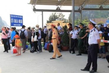 Hơn 5.000 du khách kẹt tại đảo Cô Tô đang về đất liền