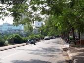 Tình trạng chiếm dụng vỉa hè ven hồ Văn Quán đã được xử lý