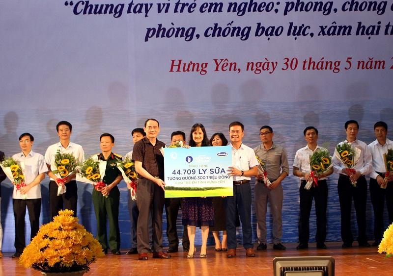 Quỹ Sữa vươn cao Việt Nam và Vinamilk chung tay vì trẻ em Hưng Yên