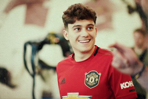 daniel james chinh thuc ra mat manchester united