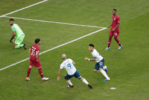 qatar 0 2 argentina messi tit ngoi argentina van vuot ai thanh cong