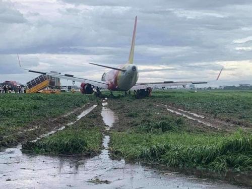 Toàn bộ quá trình hơn 18 giờ giải cứu máy bay Vietjet trượt khỏi đường băng