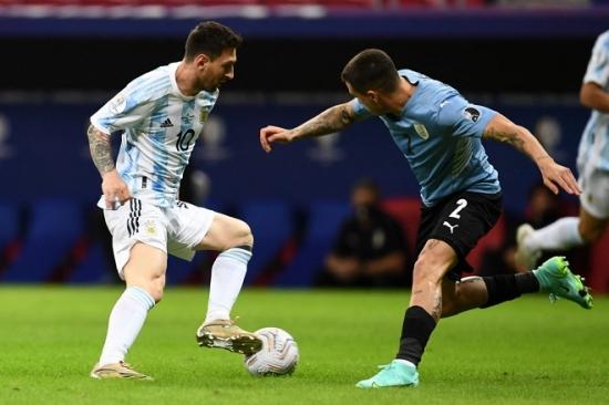 Argentina 1-0 Uruguay: Chiến quả đầu tiên của Messi và đồng đội
