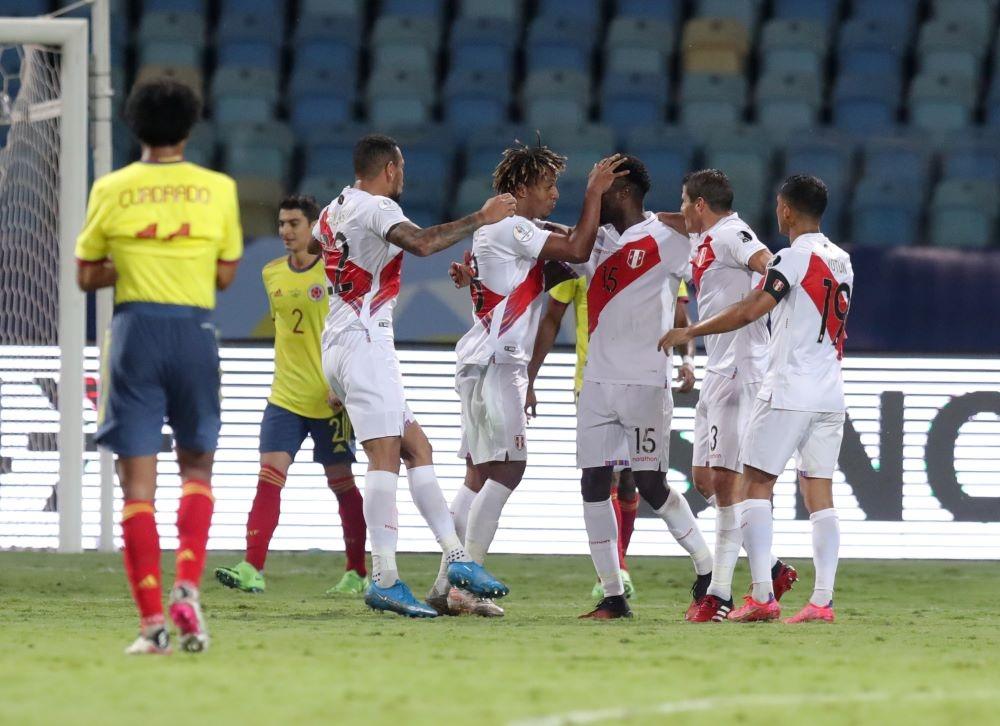 Colombia 1-2 Peru: Thua đội bét bảng, Colombia đánh mất lợi thế