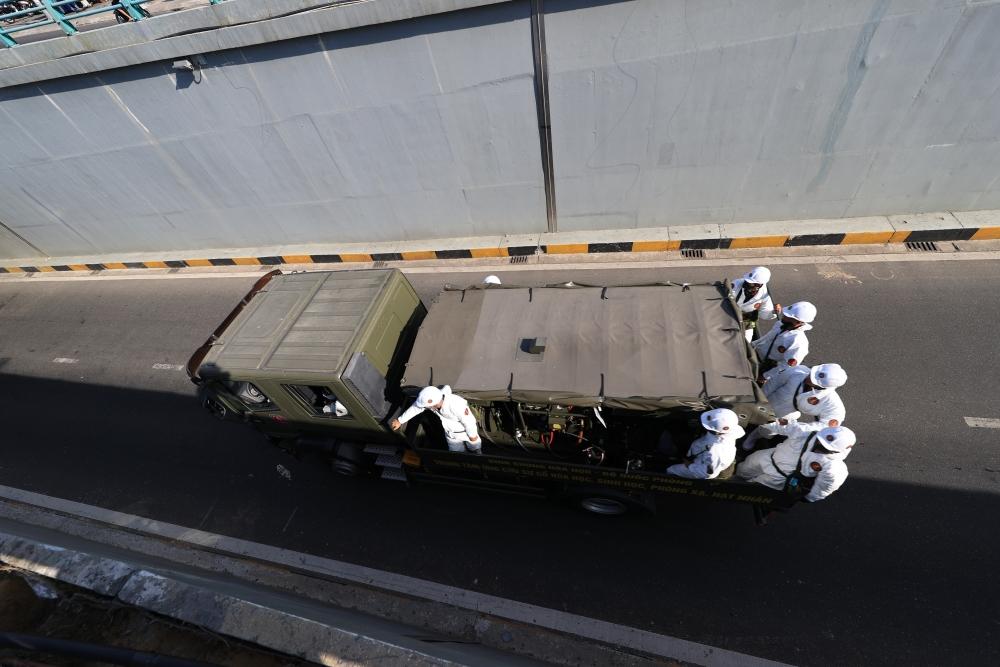 Đà Nẵng: Quân đội phun khử khuẩn diện rộng nơi bệnh nhân Covid-19 sinh sống và làm việc